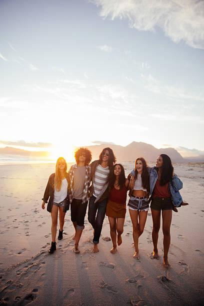 Fun loving hipster friends embracing on the beach at sunset picture id520171710?b=1&k=6&m=520171710&s=612x612&w=0&h=mcdsdcnumiubarzwuunrlgb8q3l kthvurisglyzdz0=