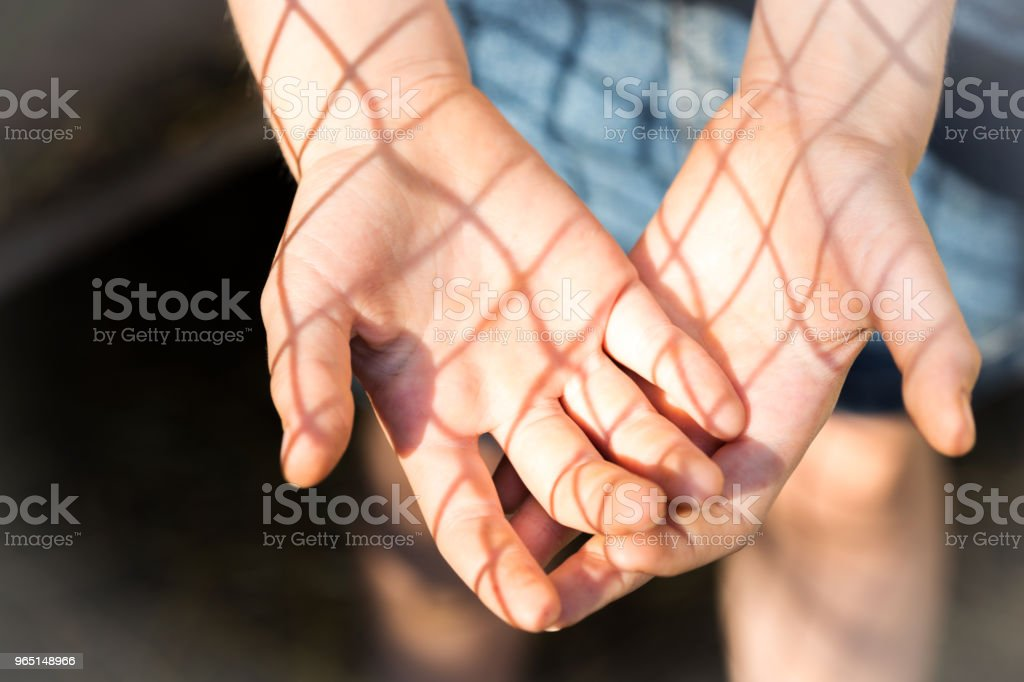 fun shadow play on a girls hands zbiór zdjęć royalty-free