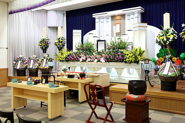 begräbnis - altar stock-fotos und bilder