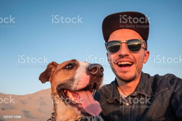 Funny best friends concept human taking a selfie with dog picture id1024311036?b=1&k=6&m=1024311036&s=612x612&h=0roc3ueaqhsvvaf5qmxlugyl5pqlymrh1fsbivxr2bm=