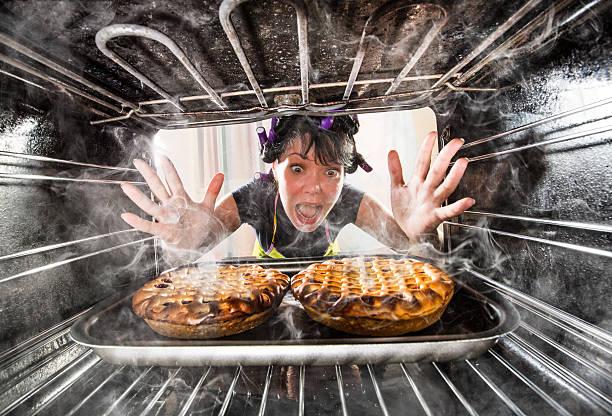 engraçado chef perplexo e zangado. perdedor sai do destino! - burned cooking imagens e fotografias de stock