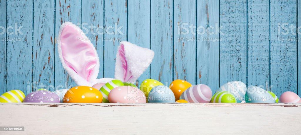 Oeuf de Pâques drôle avec oreilles de lapin décoration - Photo