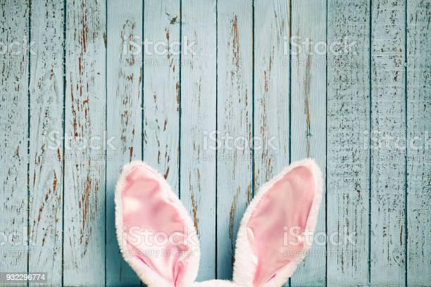 Lustige Ostern Hasenohren Auf Alte Blaue Holz Cute Hintergrund Stockfoto und mehr Bilder von Abstrakt