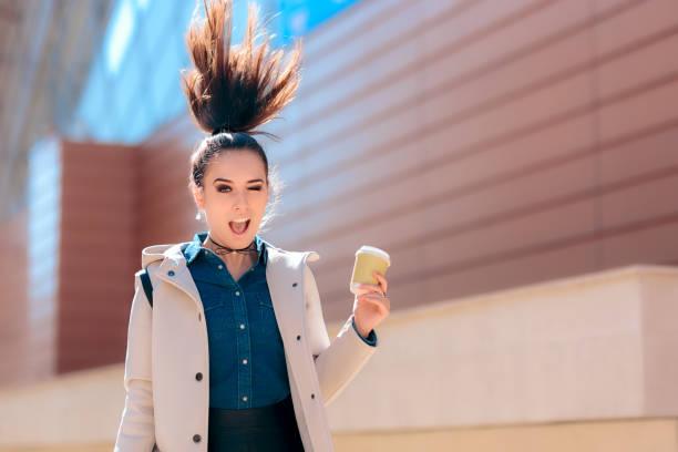 funny girl mit heißgetränk kaffee tasse für zusätzliche morgen energie - grüner tee koffein stock-fotos und bilder