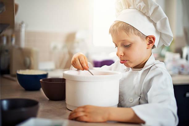 funny little chef cooking - chef triste foto e immagini stock