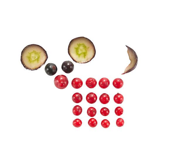 lustiger maus aus beeren und grape - zwetschgenmus stock-fotos und bilder