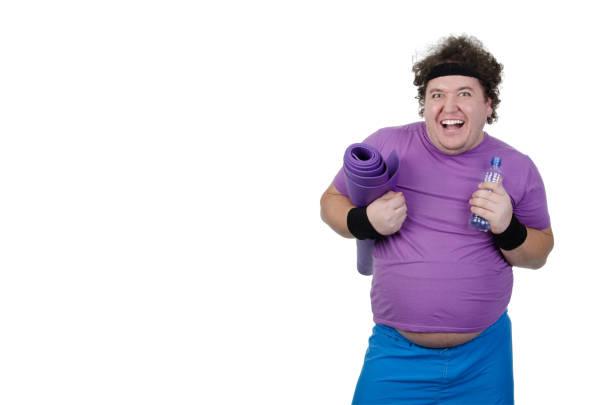 lustige übergewichtiger mann und fitness. weißen hintergrund. - ausgefallene mode für mollige stock-fotos und bilder