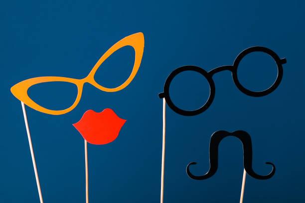 lustige papiergesichter, lippen, gläser und schnurrbart - schnurrbart fotoautomaten stock-fotos und bilder