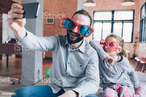 Funny selfie father and daughter picture id928368652?b=1&k=6&m=928368652&s=612x612&h=ght0shly0babaqcv q7wa 0pjntno2bf9 5vksvtofk=