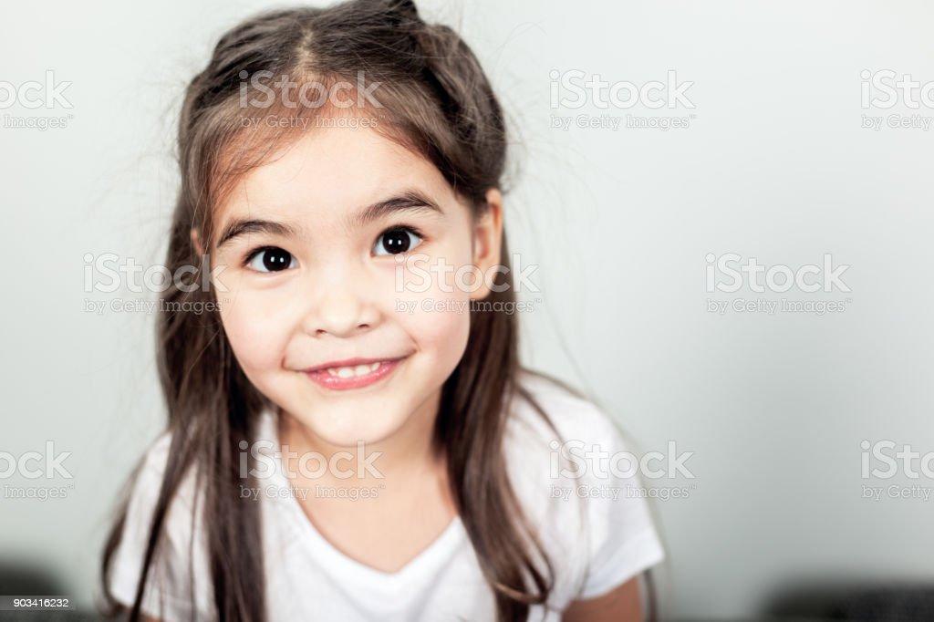 Pequena rapariga - foto de acervo