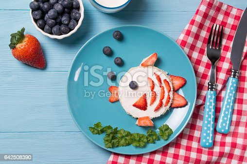 istock Funny toast in a shape of fish, sandwich with cream cheese and berries, food for kids idea, top view 642508390