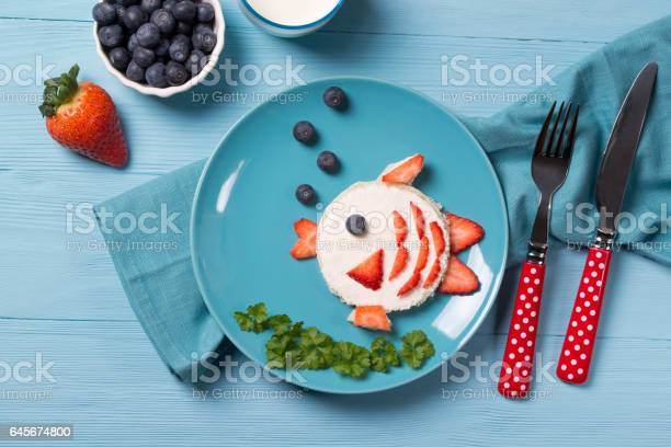 Funny toast in a shape of fish sandwich with cream cheese and berries picture id645674800?b=1&k=6&m=645674800&s=612x612&h=epfcazyal53kf4fce7wwelsfymvur6l756 fjf0sju4=