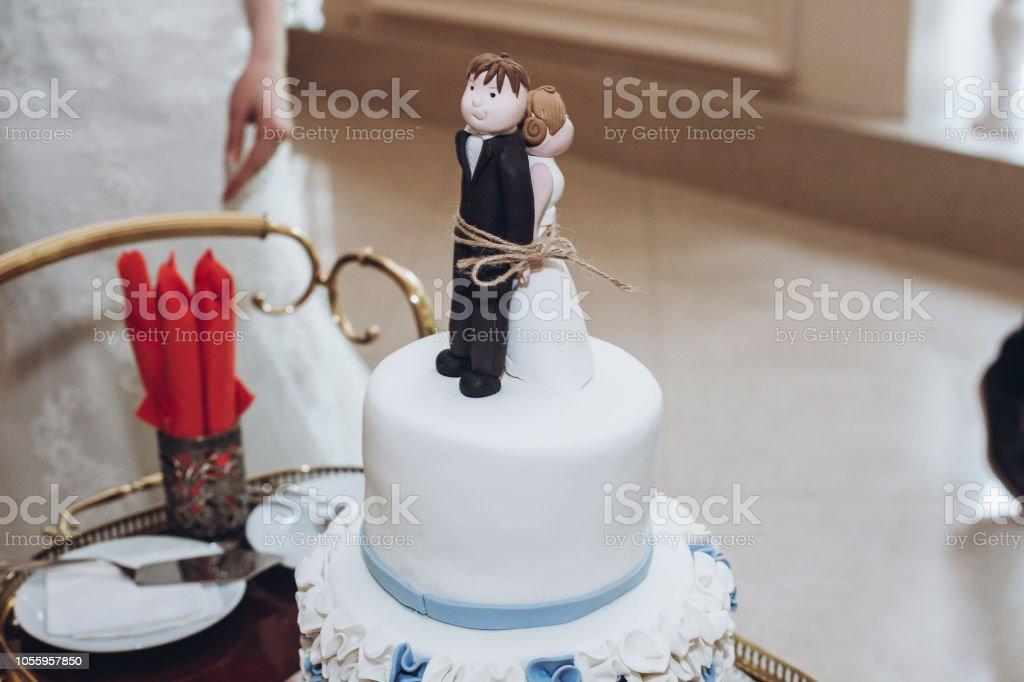 Photo Libre De Droit De Funny Wedding Cake Topper Figurines