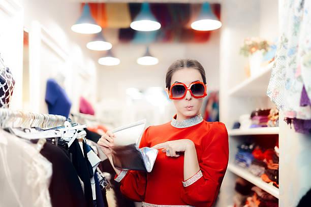 funny woman with oversized sunglasses and silver clutch bag - günstige weihnachtsgeschenke stock-fotos und bilder