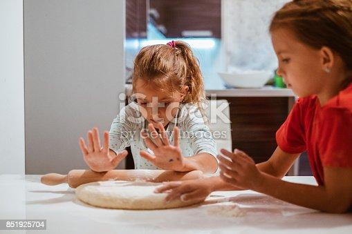 istock funy baking 851925704