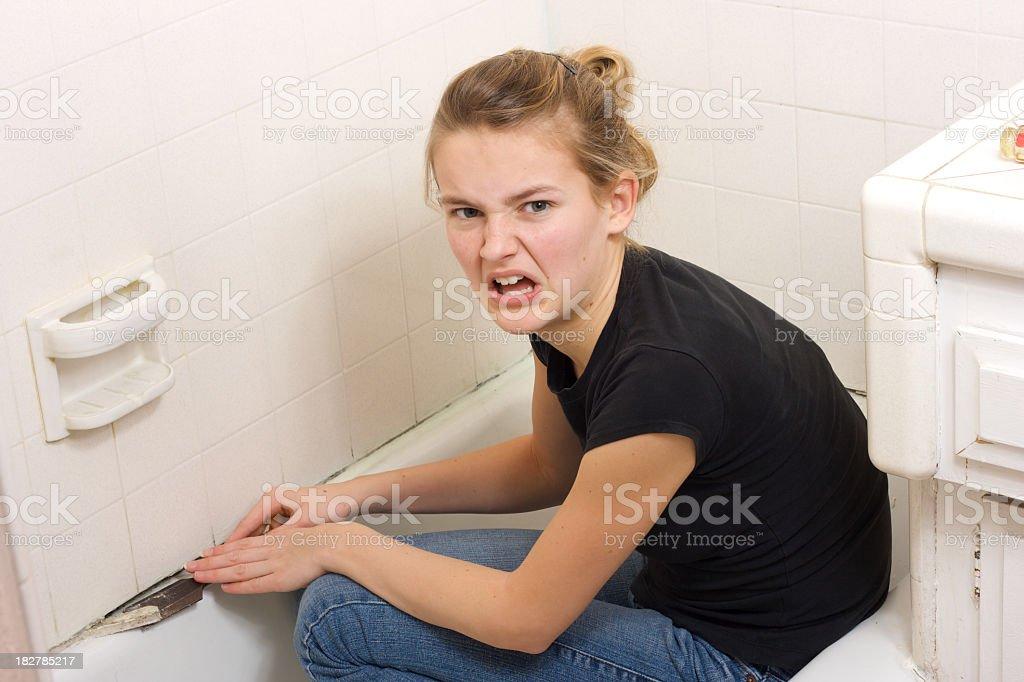 Furioso com Moldy banheira para corrigir - foto de acervo