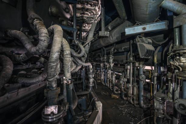 Ofensteg in einer verlassenen Stahlfabrik – Foto