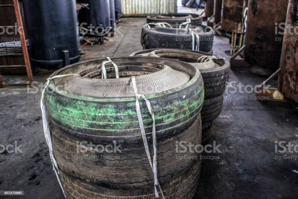 Furnaces For Pyrolysis Processing And Disposal Of Old Tires