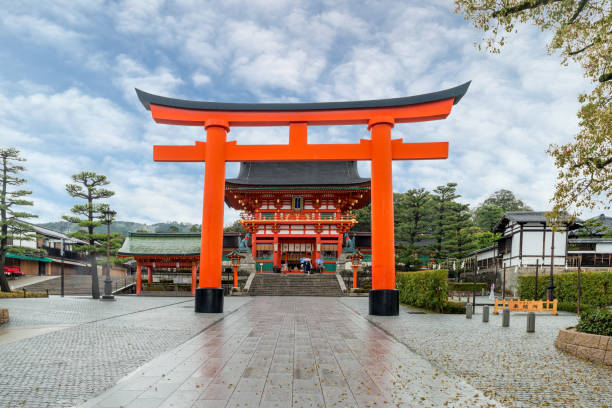 Fushimi Inari Shrine in Kyoto, Japan Red Tori Gate of Fushimi Inari Shrine in Kyoto, Japan torii gate stock pictures, royalty-free photos & images