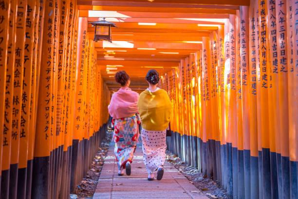 Santuario Fushimi Iniari en Kioto, Japón - foto de stock