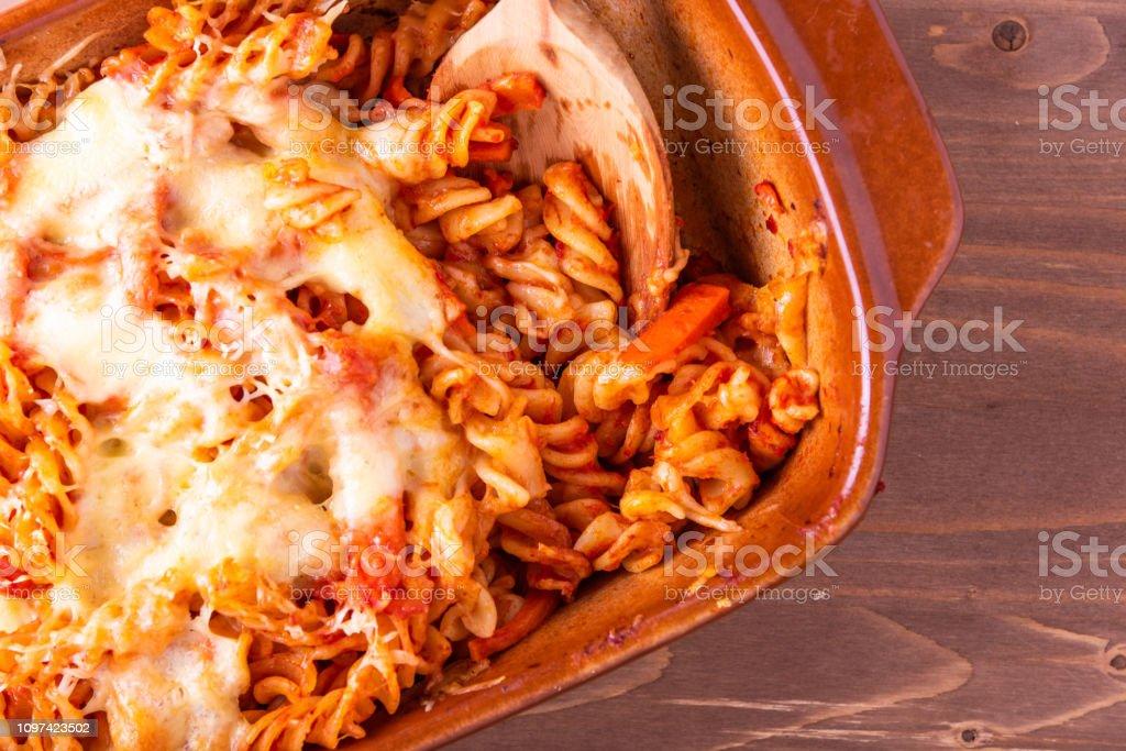 pasta penne con queso mozzarella