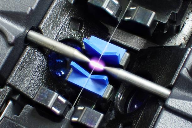 fusion splicer glasfaser. - spleißen stock-fotos und bilder