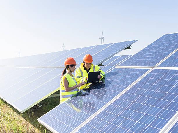 zukünftige elektrische produktion - solarstrom stock-fotos und bilder