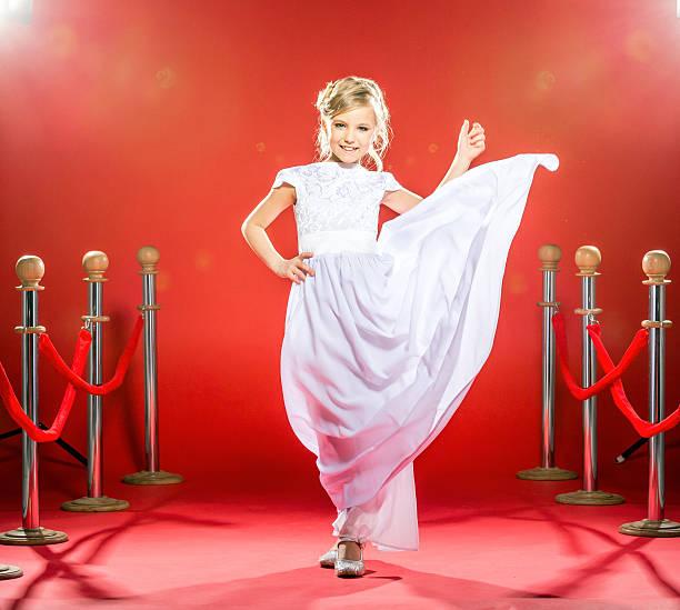 zukunft mode superstar - festliche kleider kindermode stock-fotos und bilder