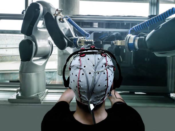 Futuro de la fábrica con cerebro de control robótica - foto de stock