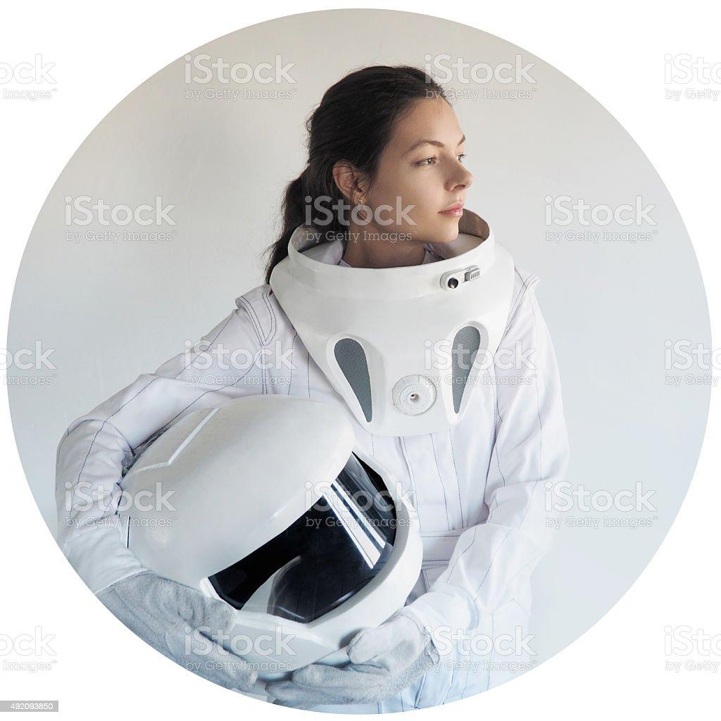 Futurista astronauta sin casco, fondo blanco en un bastidor circular - foto de stock