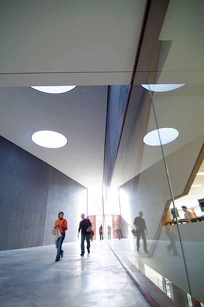 edifício futurista - vida de estudante - fotografias e filmes do acervo