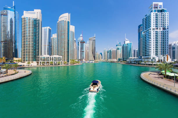 futuristic buildings in luxury dubai marina,united arab emirates - dubai stock-fotos und bilder