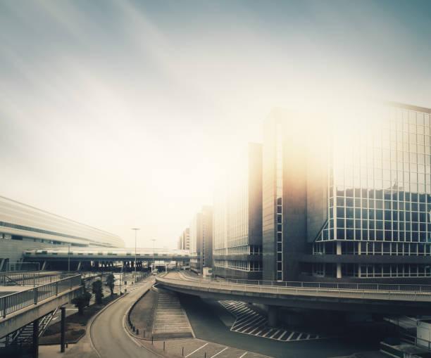 futuristische leer city - stadt frankfurt stock-fotos und bilder