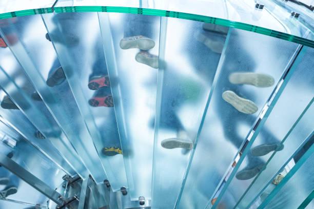 Futuristische Glasarchitektur, Footprints Treppe – Foto