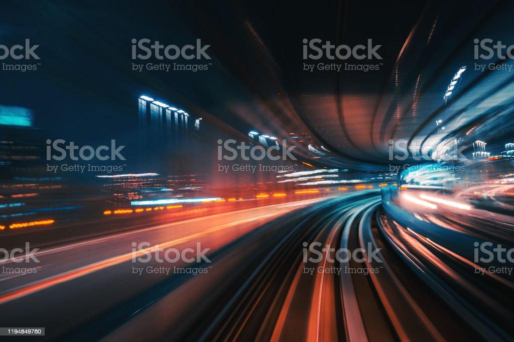 Futuristische High Speed Light Tail mit Nachtstadt Hintergrund - Lizenzfrei Abstrakt Stock-Foto