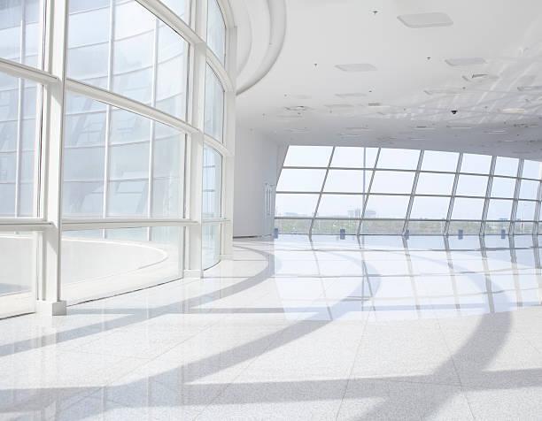 futuristische office building - büro zukunft und niemand stock-fotos und bilder