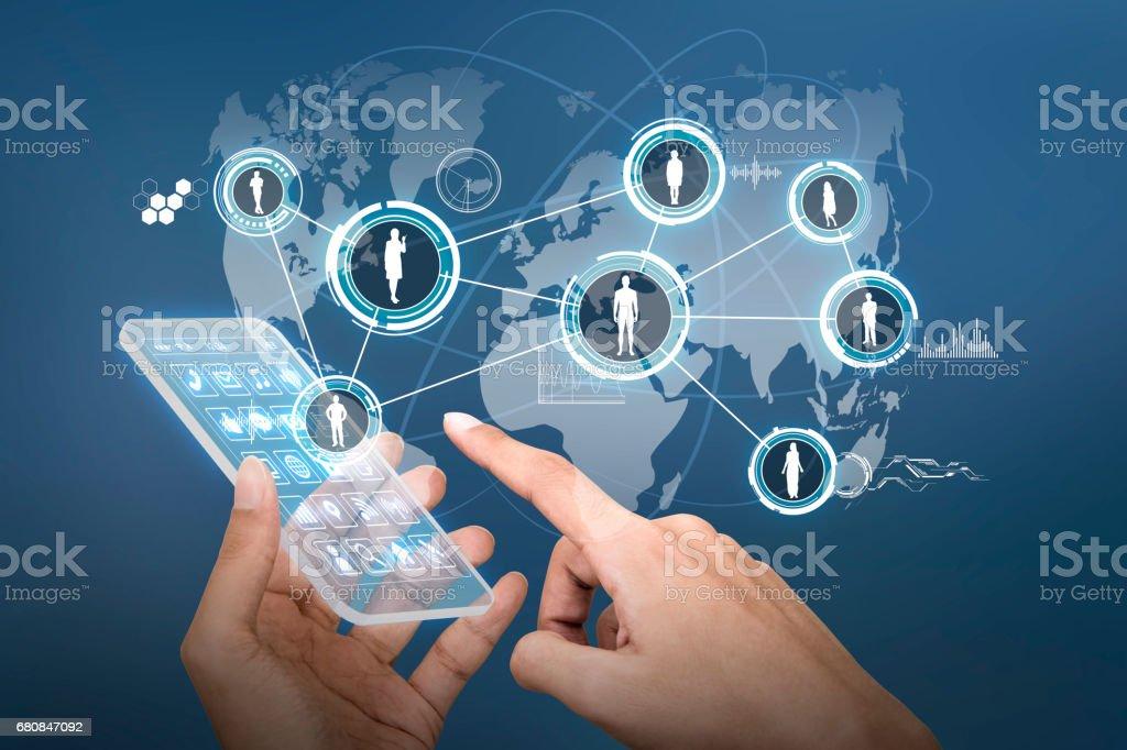 teléfono inteligente futuro y la conexión de personas del mundo, imagen abstracta visual - foto de stock