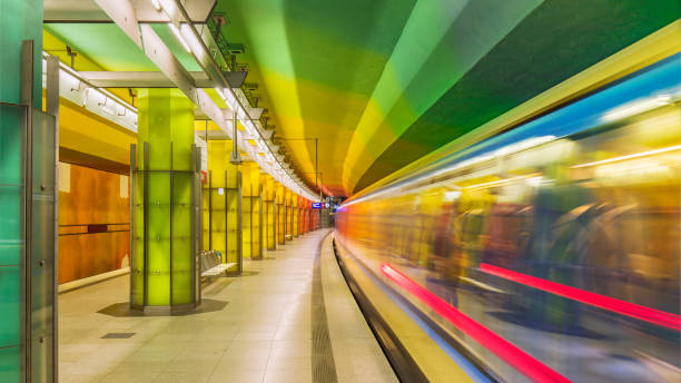 futuristiska tunnelbanestation i münchen tyskland - munich train station bildbanksfoton och bilder