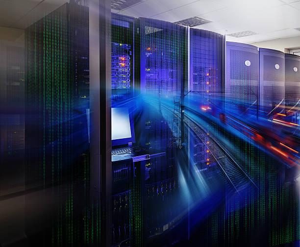 Superordinateur futuriste dans le centre de données de code binaire, les lignes de chemin de fer - Photo