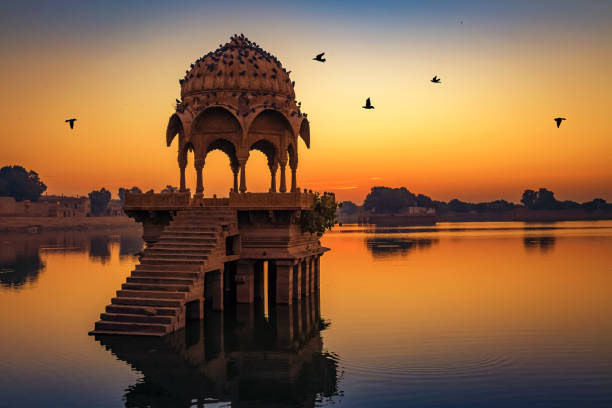 gadisar lake at jaisalmer rajasthan at sunrise with ancient temples and archaeological ruins. - india foto e immagini stock