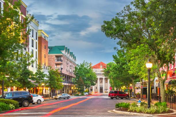 гейнсвилл, флорида, сша центр города - деловой центр города стоковые фото и изображения