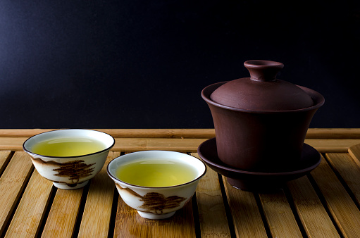 Gaiwan For Chinese Tea Ceremony And Two Cups Of Tea Stock Photo - Download  Image Now - iStock