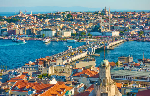 Galata Bridge and Old town of Istanbul The Galata Bridge and panoramic view of Fatih - old town of Istanbul, Turkey bascule bridge stock pictures, royalty-free photos & images
