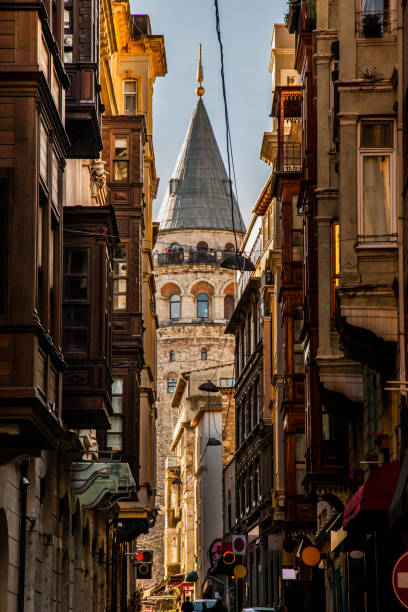 galataturm in istanbul - hochmittelalter stock-fotos und bilder