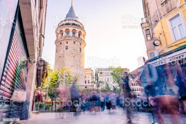 Galata Towera Medieval Stone Tower In Istanbulturkey - Fotografias de stock e mais imagens de Adulto