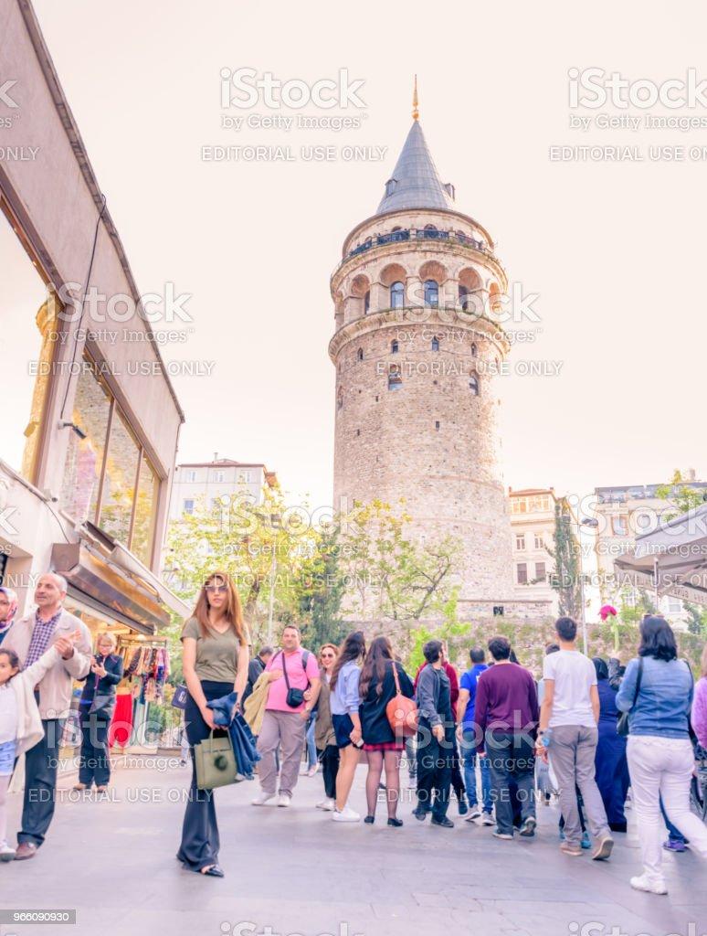 Galata-tornet, en medeltida sten tower i Istanbul, Turkiet - Royaltyfri Arkitektur Bildbanksbilder