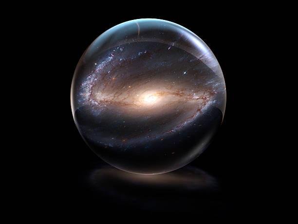 galaxy dans une boule de cristal - boule de cristal photos et images de collection