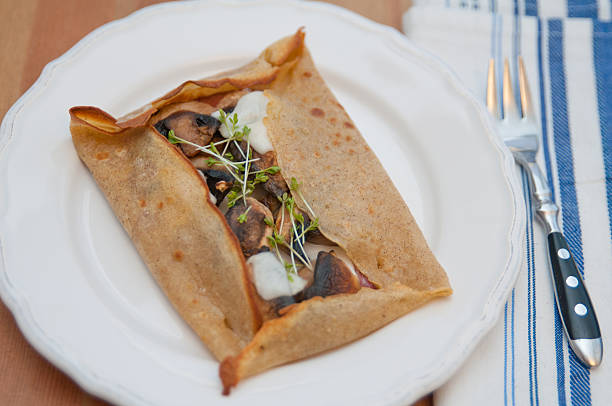 galette de sarasin - buchweizenpfannkuchen stock-fotos und bilder