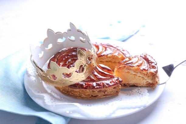 galette des rois,french pie - galette des rois photos et images de collection
