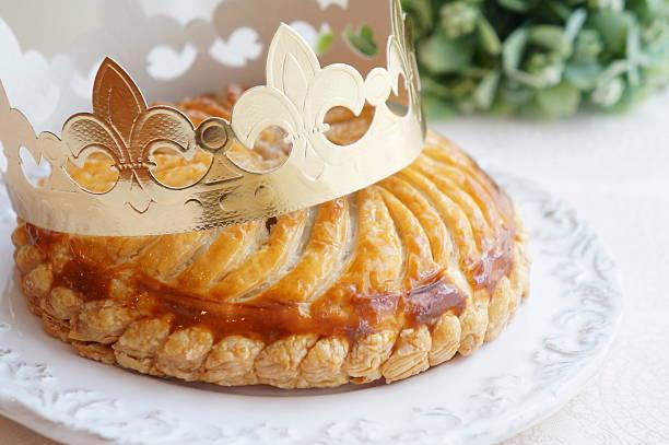galette des rois, français la tarte - galette des rois photos et images de collection
